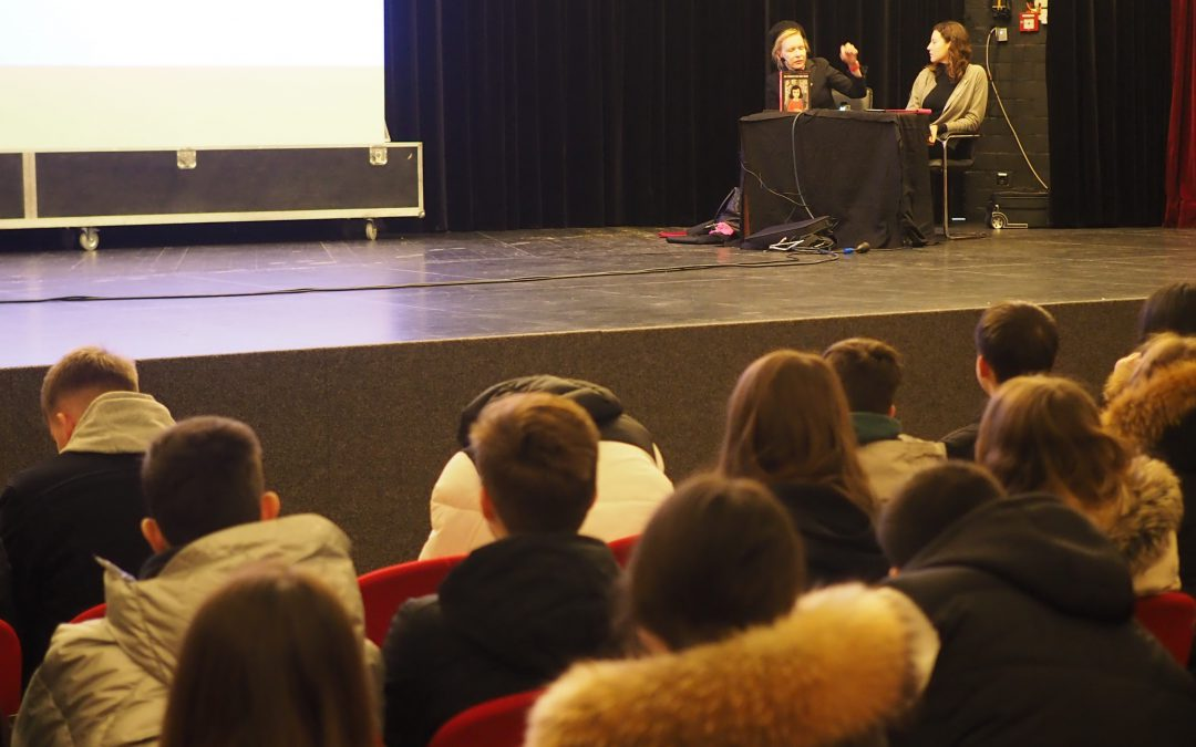 WHG-Schüler bei multimedialer Lesung zu Anne Frank