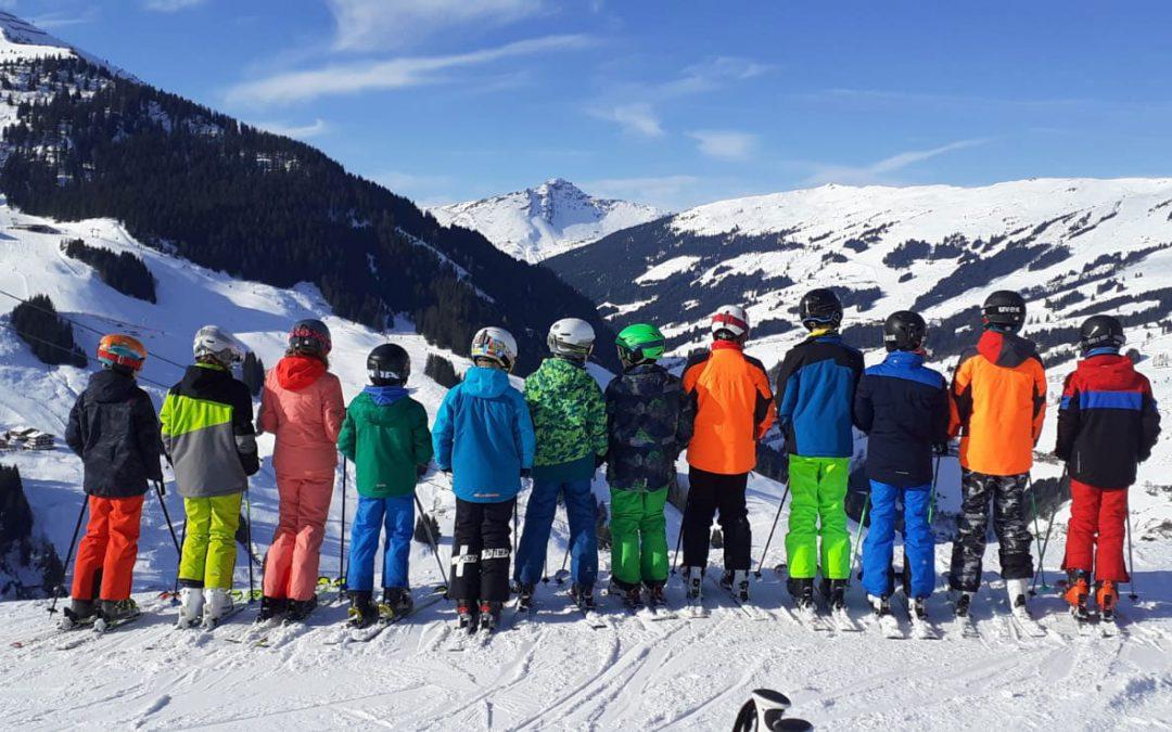 Sechstklässler nehmen an Wintersportwoche in Hinterglemm teil